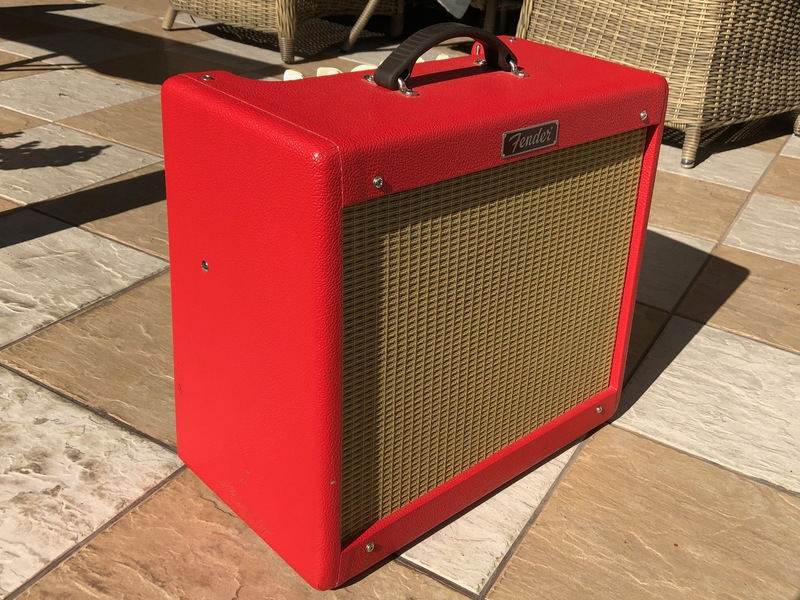 Fender Blues Junior - Limited Edition TEXAS RED + extrák Gitárkombó