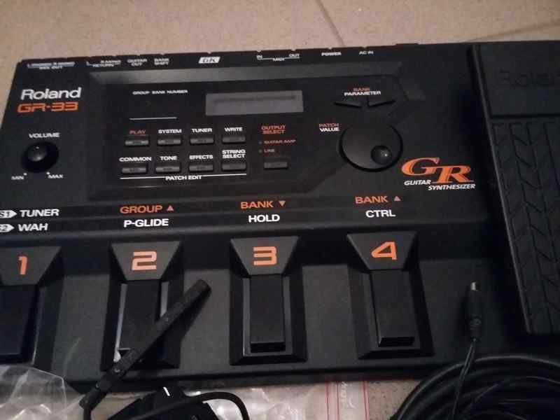 Roland GR-33, GK-3 Guitar synthesizer