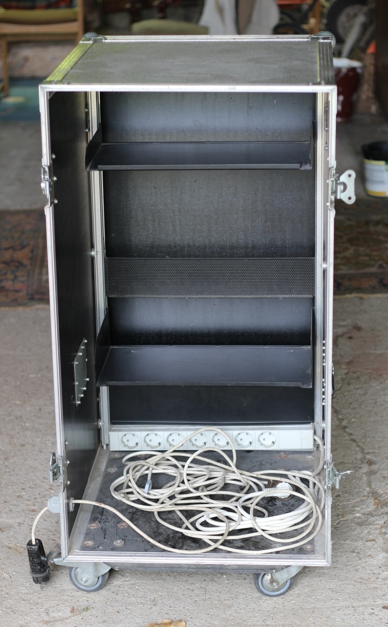 -  Rack container
