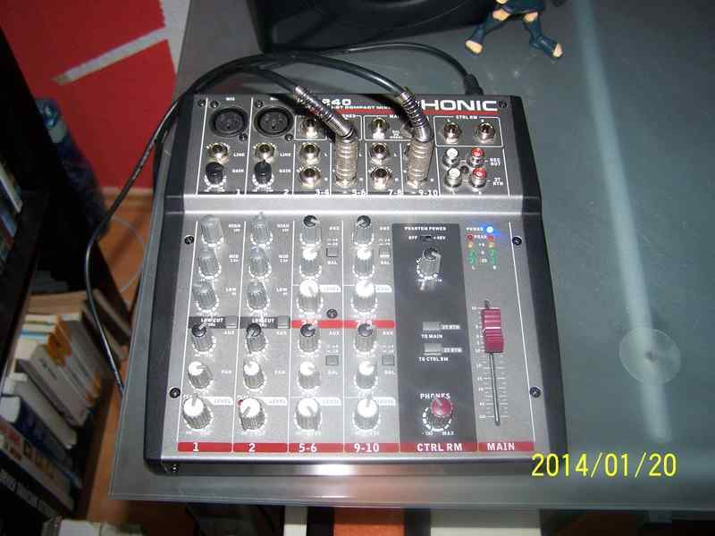Phonic AM240 Keverő
